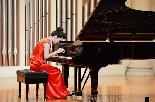 钢琴艺考老师-王彤
