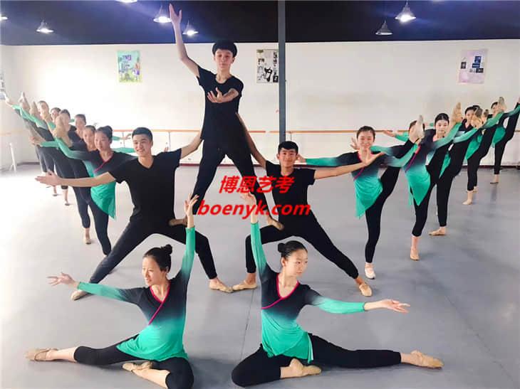 高中舞蹈艺考好考吗?考什么?高二学来得及吗?