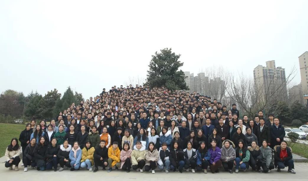 陕西博恩文化艺术学校2019届传媒专业学生毕业留念